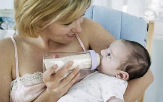 Как правильно кормить новорожденного из бутылочки?