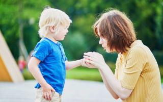 Как вытащить занозу у ребёнка без иголки и без врачей?