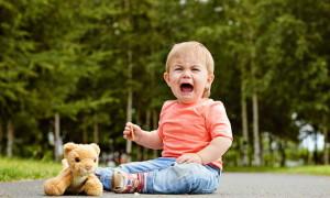 Ребёнок в 2-3 года часто психует и капризничает. Что советует доктор Комаровский?
