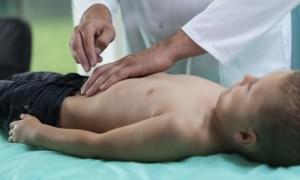 Почему болит левый бок внизу живота у ребёнка?