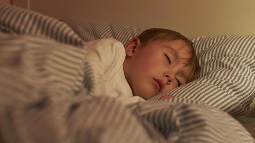 Ребёнок скрипит зубами во сне. Причины и лечение.