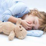 Ребёнок скрипит зубами во сне. Причины и лечение