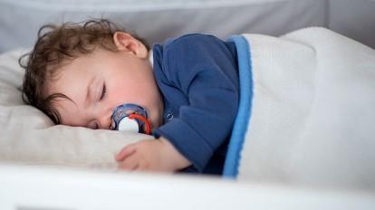 Ребенок в 4 месяца плохо спит ночью.