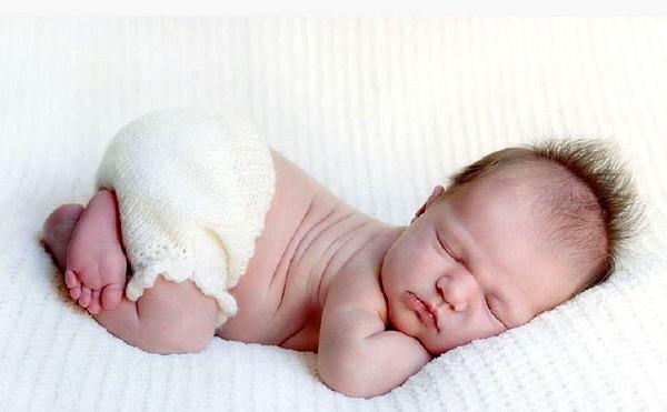Новорожденный кряхтит во сне