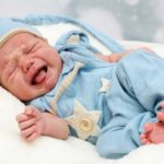 Почему новорожденный кряхтит во сне