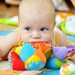 Развитие ребенка-девочки в 5-6 месяцев